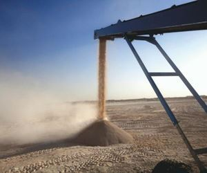 Efficient sand washing with or without water